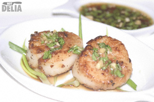 Seared scallops with soy, ginger, garlic and coriander dipping sauce