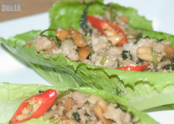 Thai lettuce parcels with minced pork