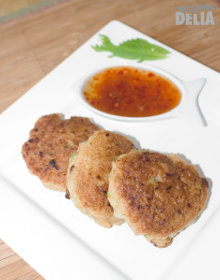 Tod mun pla (Thai fishcakes) on a plate with sweet chili dipping sauce