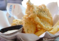 Battered hake with garlic mayonnaise